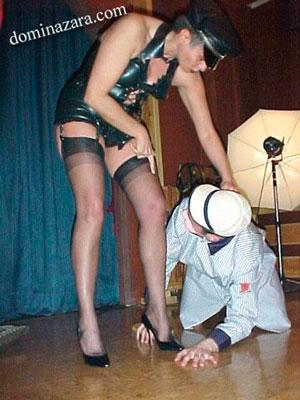 El rol de ama y esclavo en BDSM