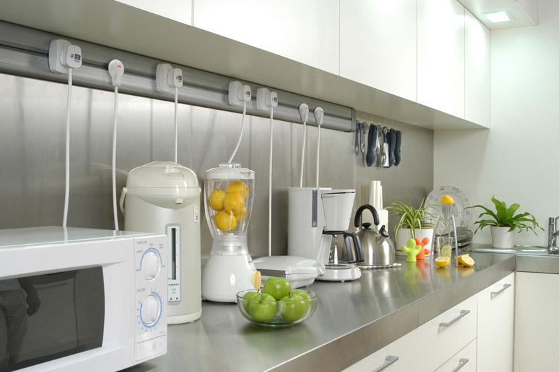 canalina copricavi in cucina