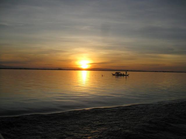 Sonnenuntergang am Tonle Sap, Kambodscha
