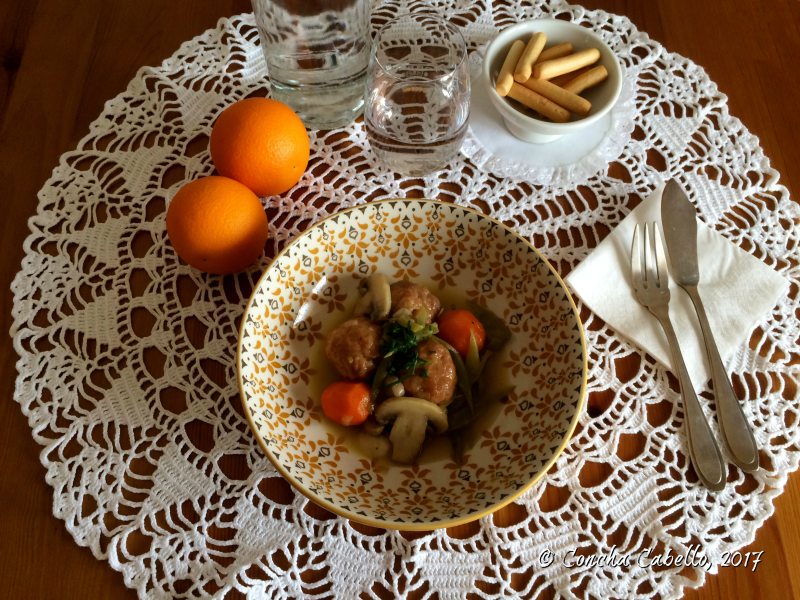 albóndigas-pollo-pimentón-mesa