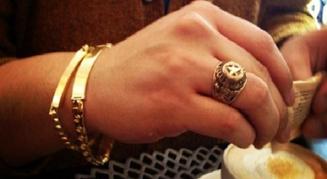 Benarkah Pria Muslim Haram Pakai Perhiasan Emas dan Sutera?, Ini Penjelasannya