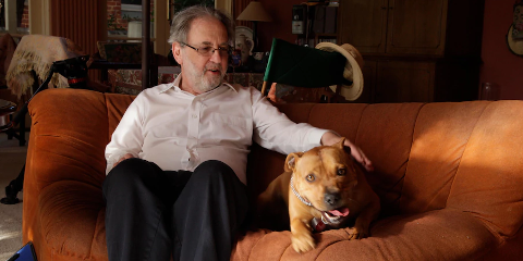 Mike Daube con su perro Ollie