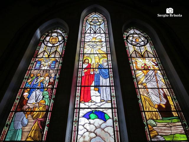 Perspectiva inferior de alguns dos belos vitrais da Paróquia Nossa Senhora da Lapa - Lapa - São Paulo