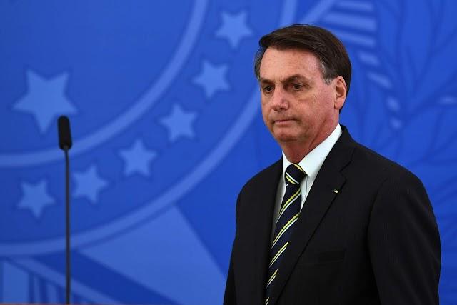 Bolsonaro fica nu ao se despir das três bandeiras que o levaram ao poder