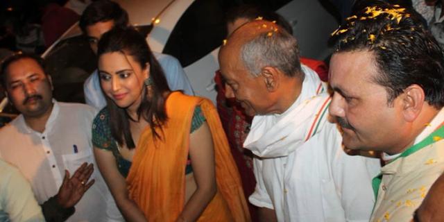 नागपुर में बैठा कोई चड्डीधारी देश की नागरिकता तय नहीं करेगा : स्वरा भास्कर | INDORE NEWS