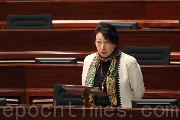 受美国制裁的香港律政司司长郑若骅。(蔡雯文/大纪元)