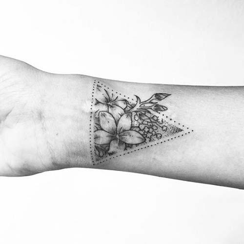 çiçekli geometrik bilek dövmeleri floral geometric wrist tattoos