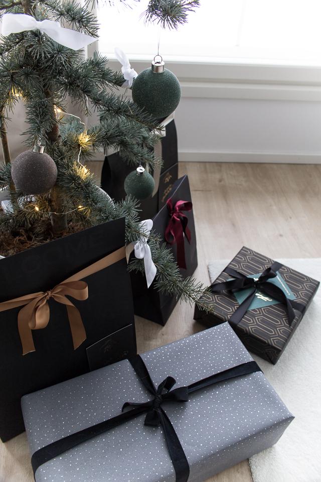 Villa H, joulukuusi, libanonin setri, joululahjat, paketointi