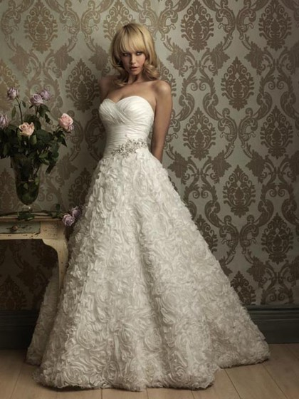 http://www.dressfashion.co.uk/product/ball-gown-sweetheart-lace-satin-sweep-train-beading-wedding-dresses-3665.html ?utm_source=minipost&utm_medium=1131&utm_campaign=blog