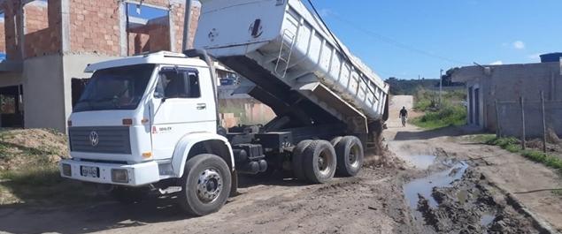 Mais 6 bairros recebem serviços de manutenção e melhorias da Prefeitura de São Pedro da Aldeia