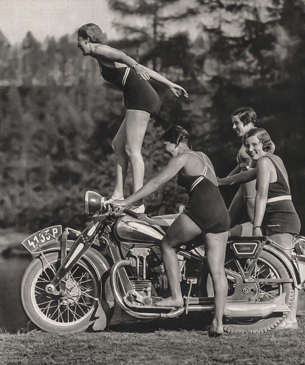Vzpomínka na léto u vody. JAWA, 1930.