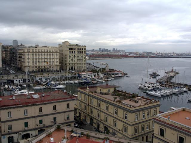 centrum miasta Neapol jak wygląda na wiosnę?