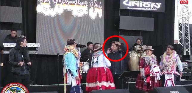 Mistura en el pelo: Reacción del vocalista de La Bamba causa indignación en los folkloristas