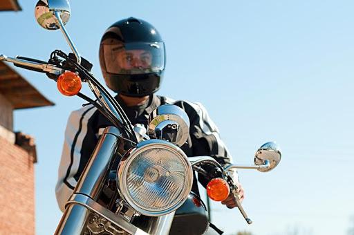 BLITZ EDUCATIVA em Elesbão Veloso exige uso de capacete por motociclistas.