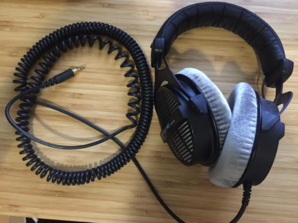 review on the Beyerdynamic DT 990 PRO headphones