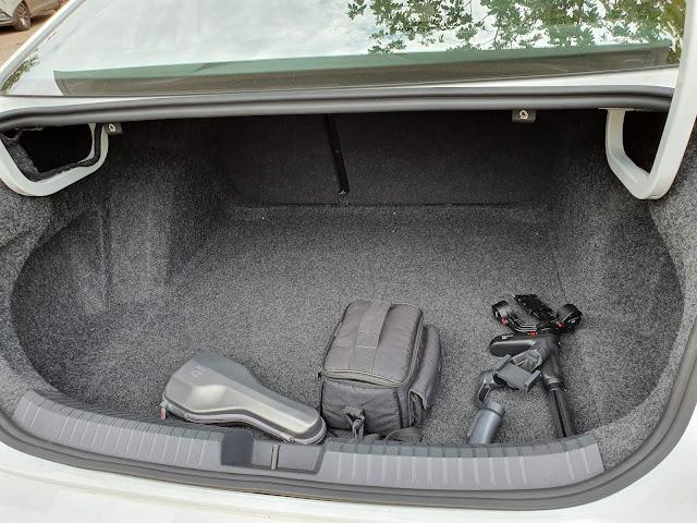 VW Jetta 2020 GLi Turbo - porta-malas de 510 litros