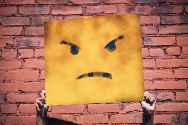 Beda mad angry dan upset dalam bahasa inggris