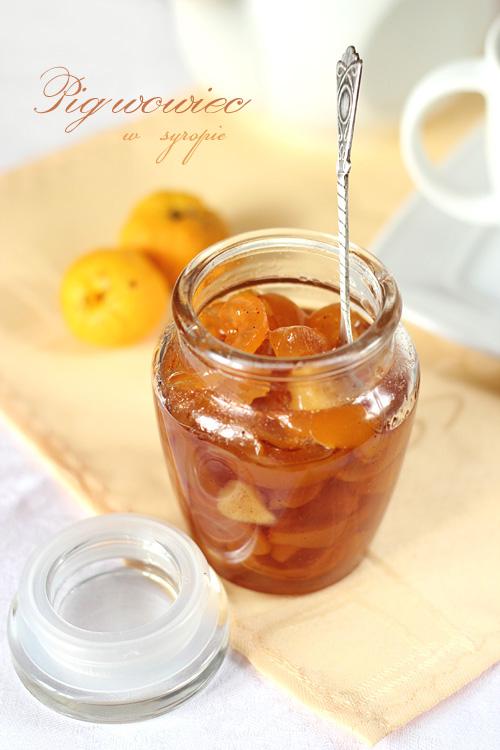 pigwowiec z imbirem w syropie do herbaty i deserów
