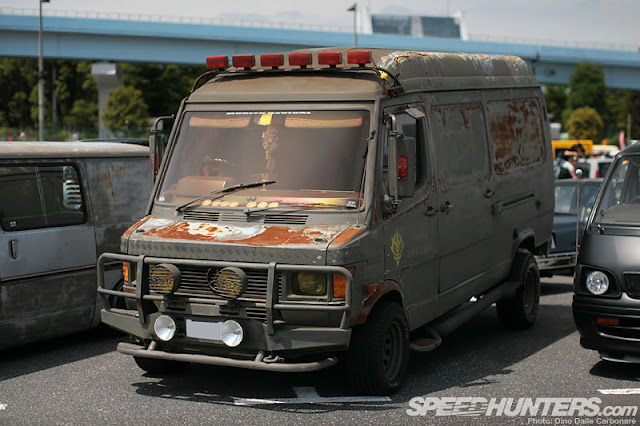 Zombie Mercedes, Yokohama - Image by Dino Dalle Carbonare