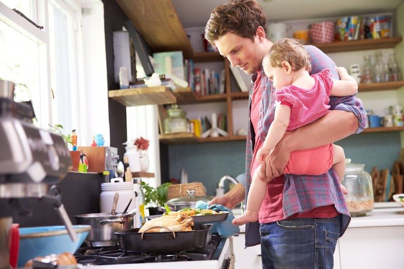 Ketika Suami Dianggap (Tabu) Membantu Istri