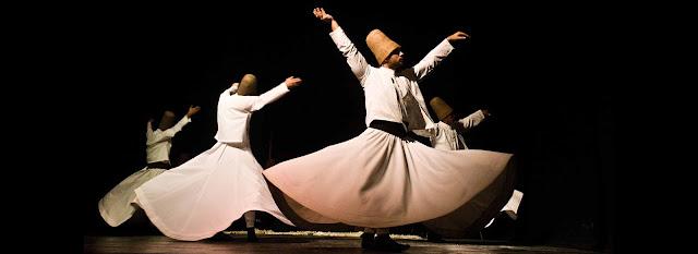 Dança rodopiantes dos dervixes