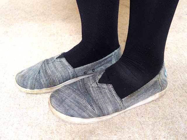 Outfit 'But First Coffee' - shoe details of grey Toms with black tights