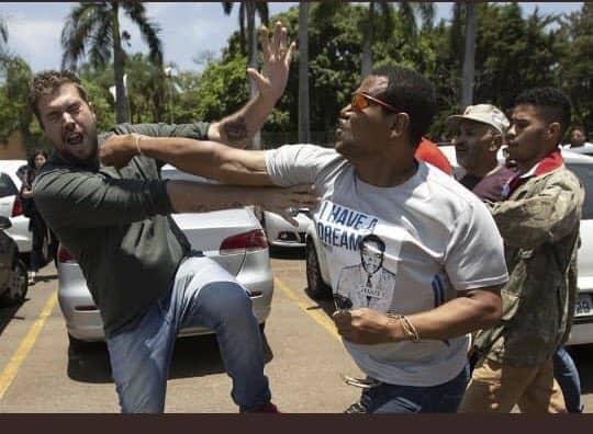 Movimientos sociales  defendieron la Embajada de Venezuela en Brasil