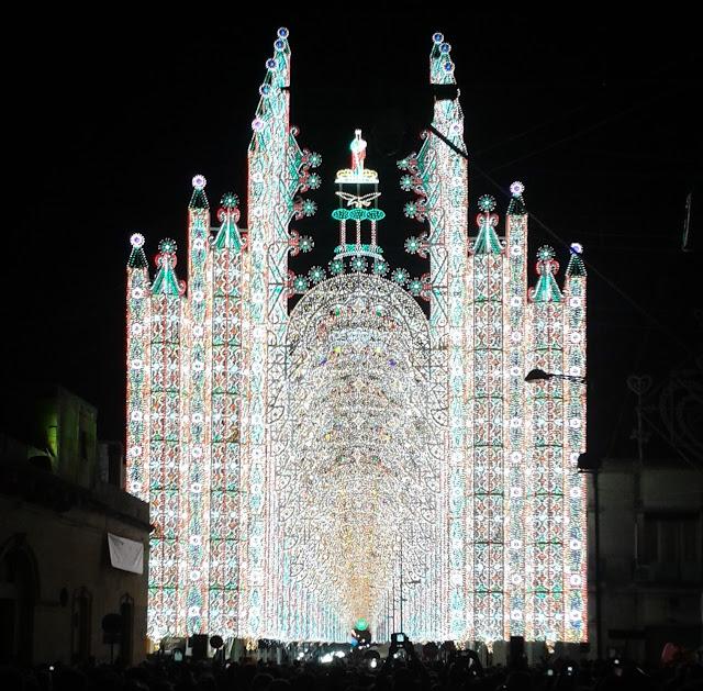 Le straordinarie luminarie di Scorrano (Le)