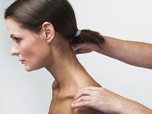 como tratar un problema de cuello rigido
