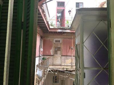 Corrala en edificio en La Habana Vieja