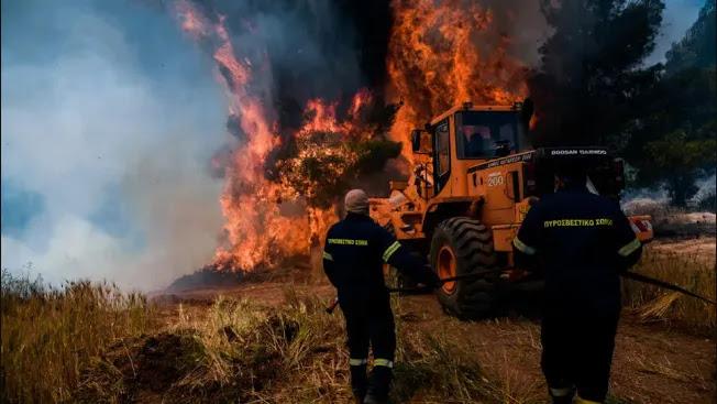 Μάχη με τον χρόνο για να περιοριστεί η φωτιά- Στάχτη 55.000 στρέμματα στην Κορινθία (vid)