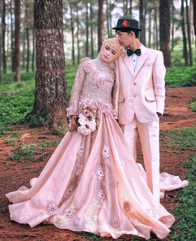Foto Pre-Wedding di Hutan Pinus Limpakuwus Banyumas