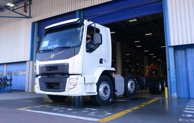 Volvo retoma segundo turno para produção da linha VM