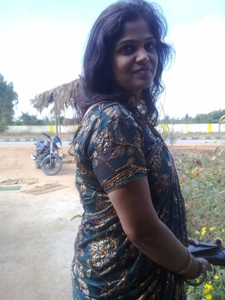 Top 50 Real Indian Housewife Bhabhi Saree Hot Sexy -9197