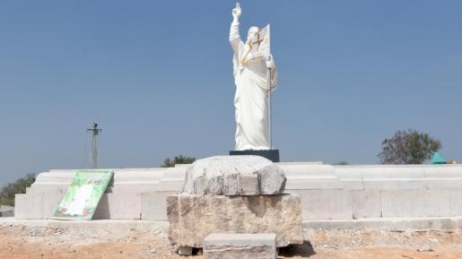 Patung Yesus di India
