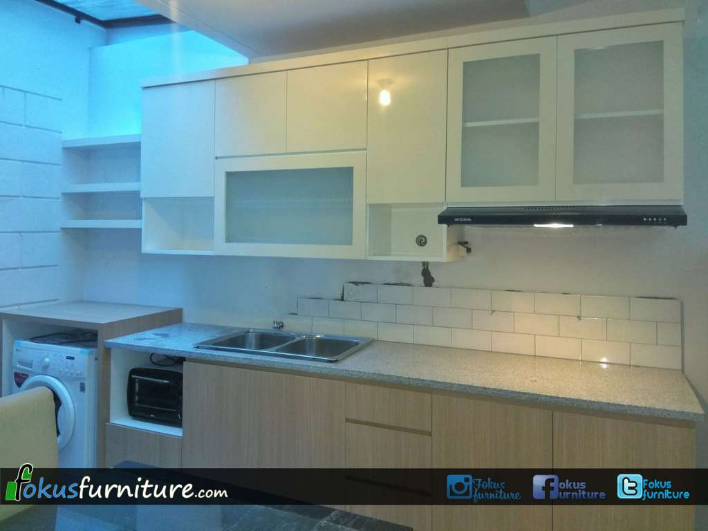 Kitchen set minimalis lemari pakaian jakarta harga murah for Biaya kitchen set