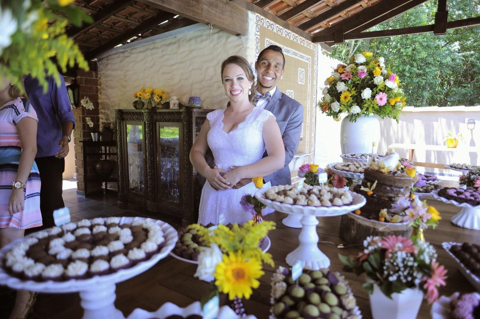 mesa-bolo-doces-noivos-casamento-dia-azul-amarelo