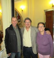 Secretário de Cultura Elias Martins com o maestro Israel Menezes e a coordenadora do Música na Matriz, Célia Seabra: projeto garante música de qualidade para o público