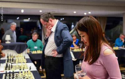 Ju Wenjun et Boris Gelfand ont donné une simultanée - Photo © John Saunders