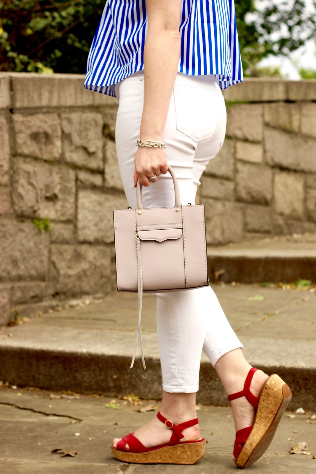 fashion blogger white skinny jeans