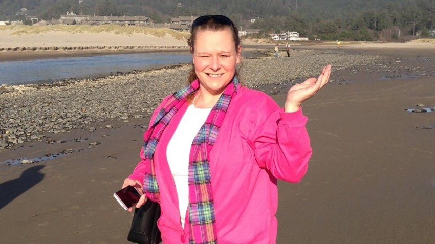 Catherine Boone died homeless with $800,000 in her bank account The death of a homeless woman on the streets of Oregon revealed that she had more than $800,000 in heirs' money kept in one of the state's bank accounts.