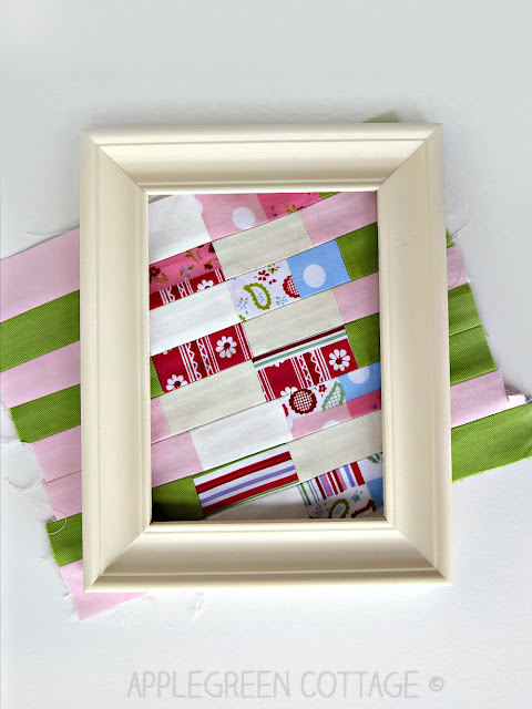 How to frame a piece of fabric patchwork to make your crafting corner even prettier! It's an easy DIY for sewing enthusiasts - put your beautiful mini quilts on display and decorate your home like a pro!