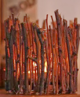 http://lasmanualidades.imujer.com/6680/portavelas-decorado-con-ramas