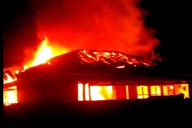 2 Rumah di Tobasa Ludes Dilalap Api