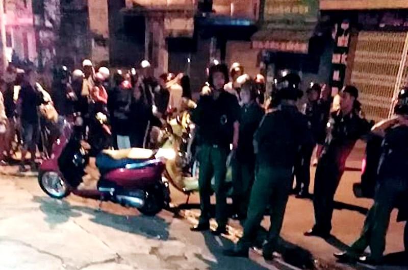 Gia Lai: Truy tìm nhóm côn đồ chém chết cậu bé bán vé số ngay trong trung tâm TP. Pleiku