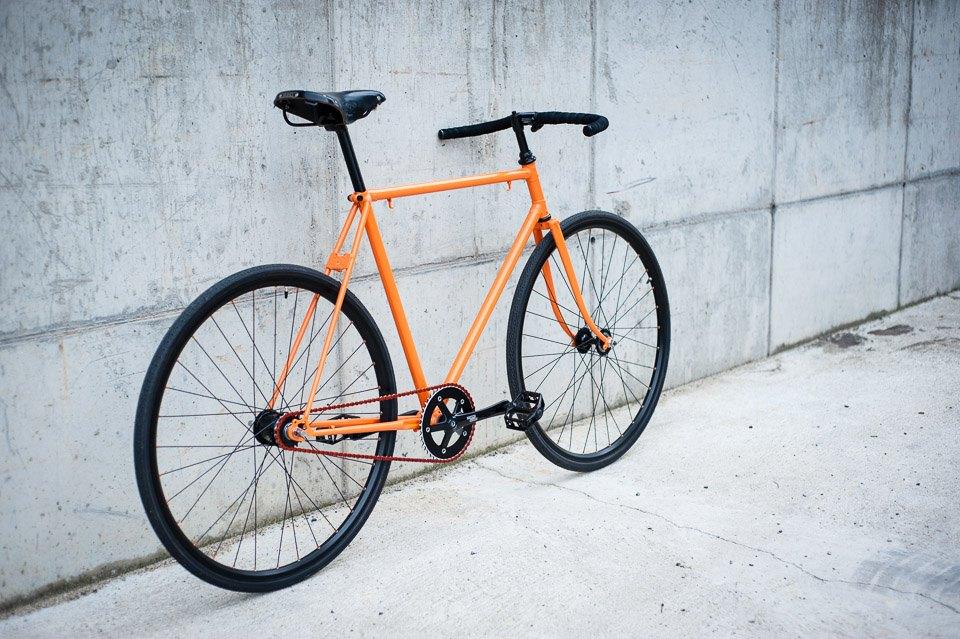designové oranžové kolo