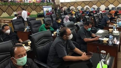 Rapat Paripurna DPRD Kota Padang dengarkan Penyampaian Wako Terkait Ranperda Pertanggungjawaban APBD 2020