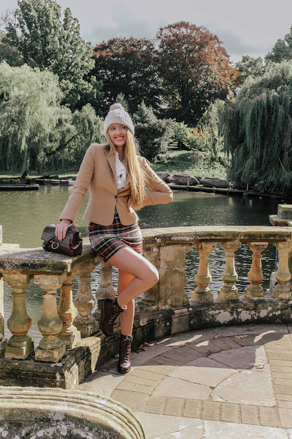 How to shoot fashion blog outfits in public