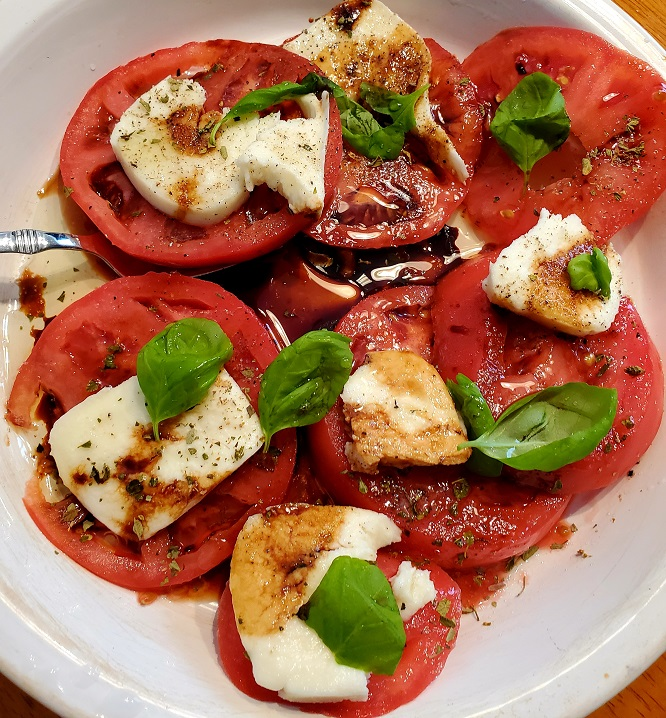 tomatoes and mozzarella with balsamic drizzle