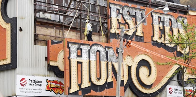 Honest Ed's | Bloor and Bathurst Street | Mirvish Village | Toronto, Ontario | Pattison Sign Group